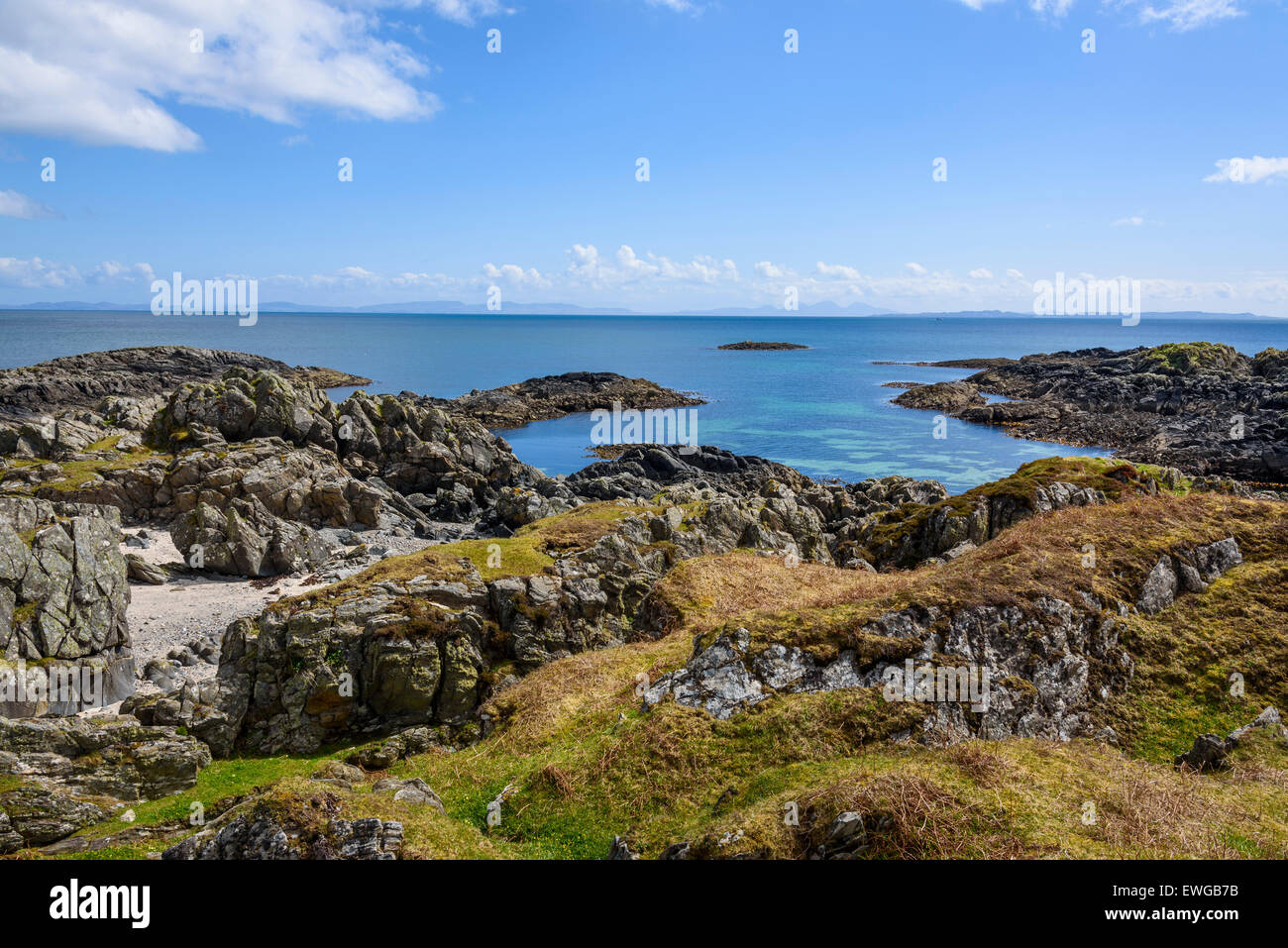 Rocky shore near Uisken beach, near Bunessan, Isle of Mull, Hebrides, Argyll and Bute, Scotland - Stock Image