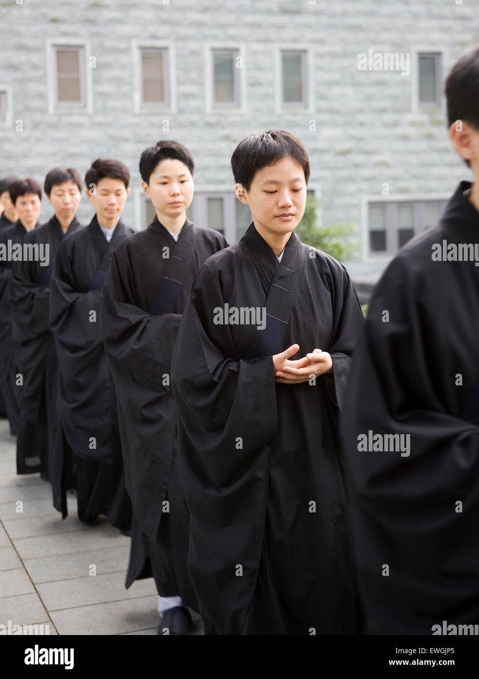 Buddhist monks pray and meditate at the Dharma Drum Mountain monastry. Sanjie Village, Jinshan, Taipei County, Taiwan - Stock Image