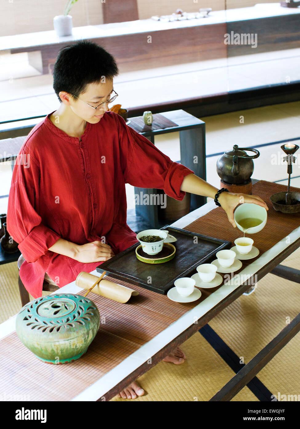 Tea service at Shiyang Shanfang restaurant, Yangmingshan National Park. Taiwan. Asia. - Stock Image