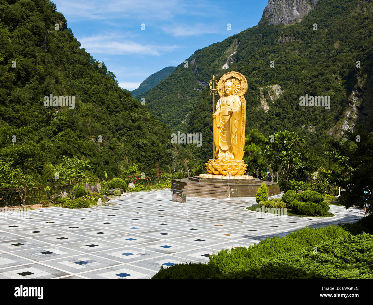 Ti Tsang Statue at the Hsiang-te Temple in the Taroko Gorge Taiwan - Stock Image
