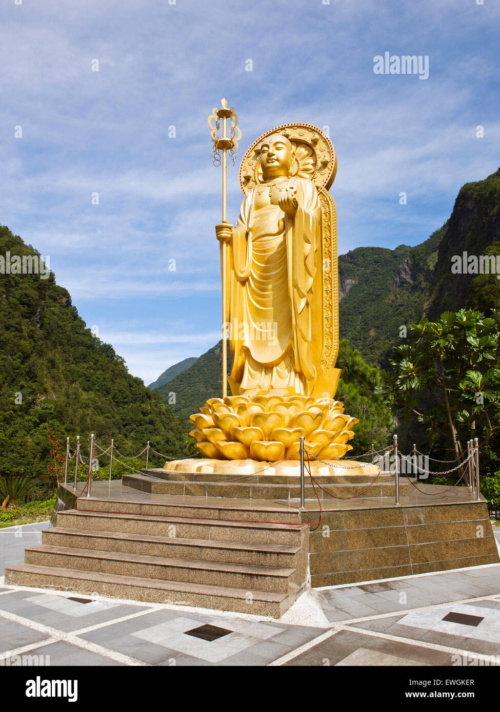 Ti Tsang Statue at the Hsiang-te Temple in the Taroko Gorge, Taiwan - Stock Image