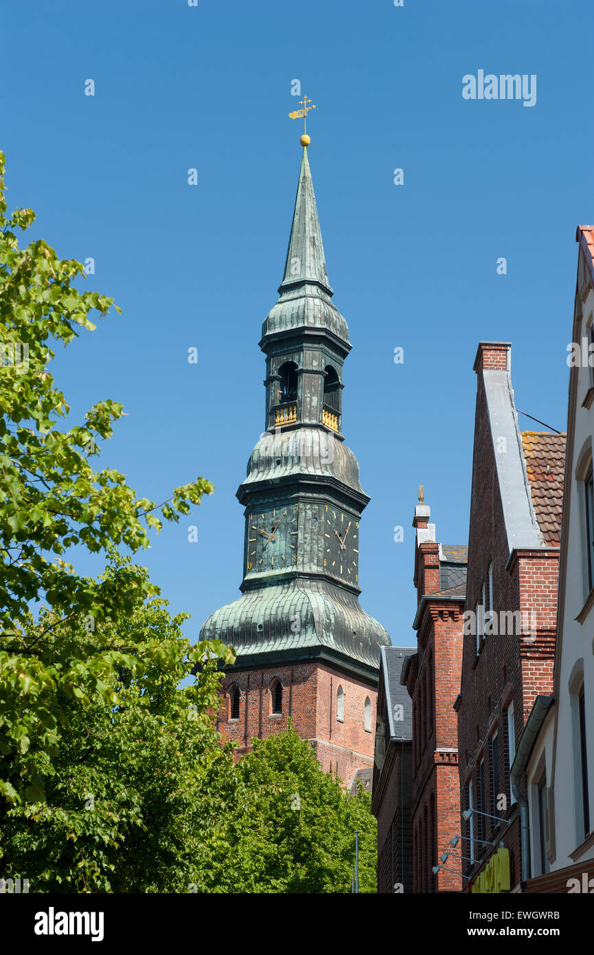 The steeple of St Laurentius church and medieval gables at the market square of Tönning, North Friesia, Germany Stock Photo