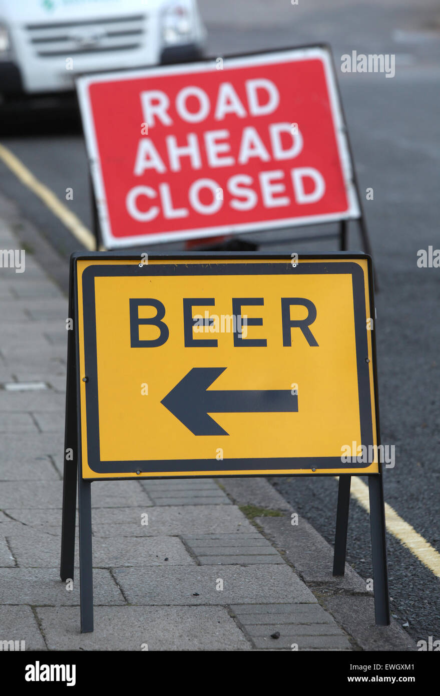 Roadworks sign pointing to beer at a nearby pub during a road closure - Stock Image