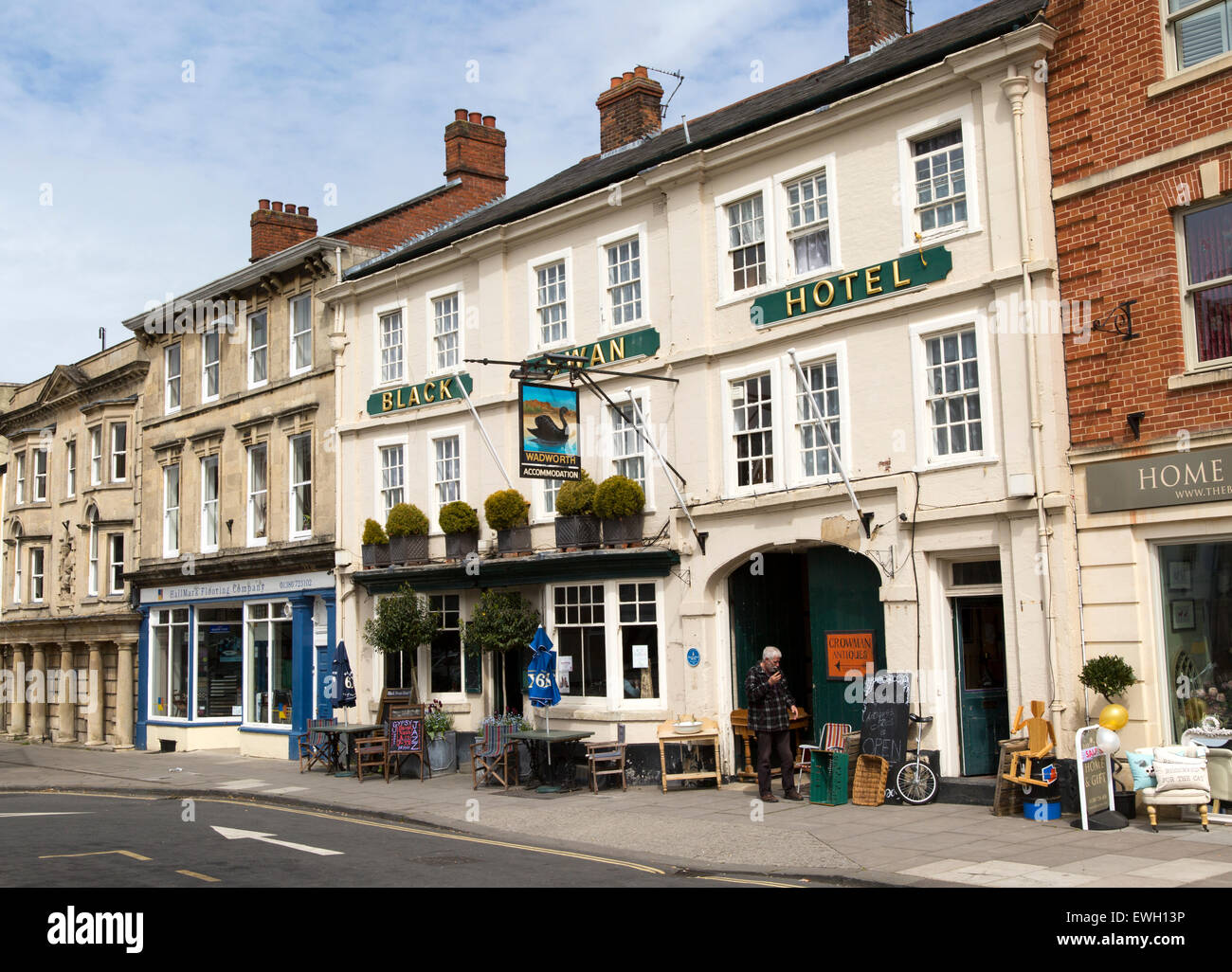 Historic Black Swan Hotel, Market Place, Devizes, Wiltshire, England, UK - Stock Image