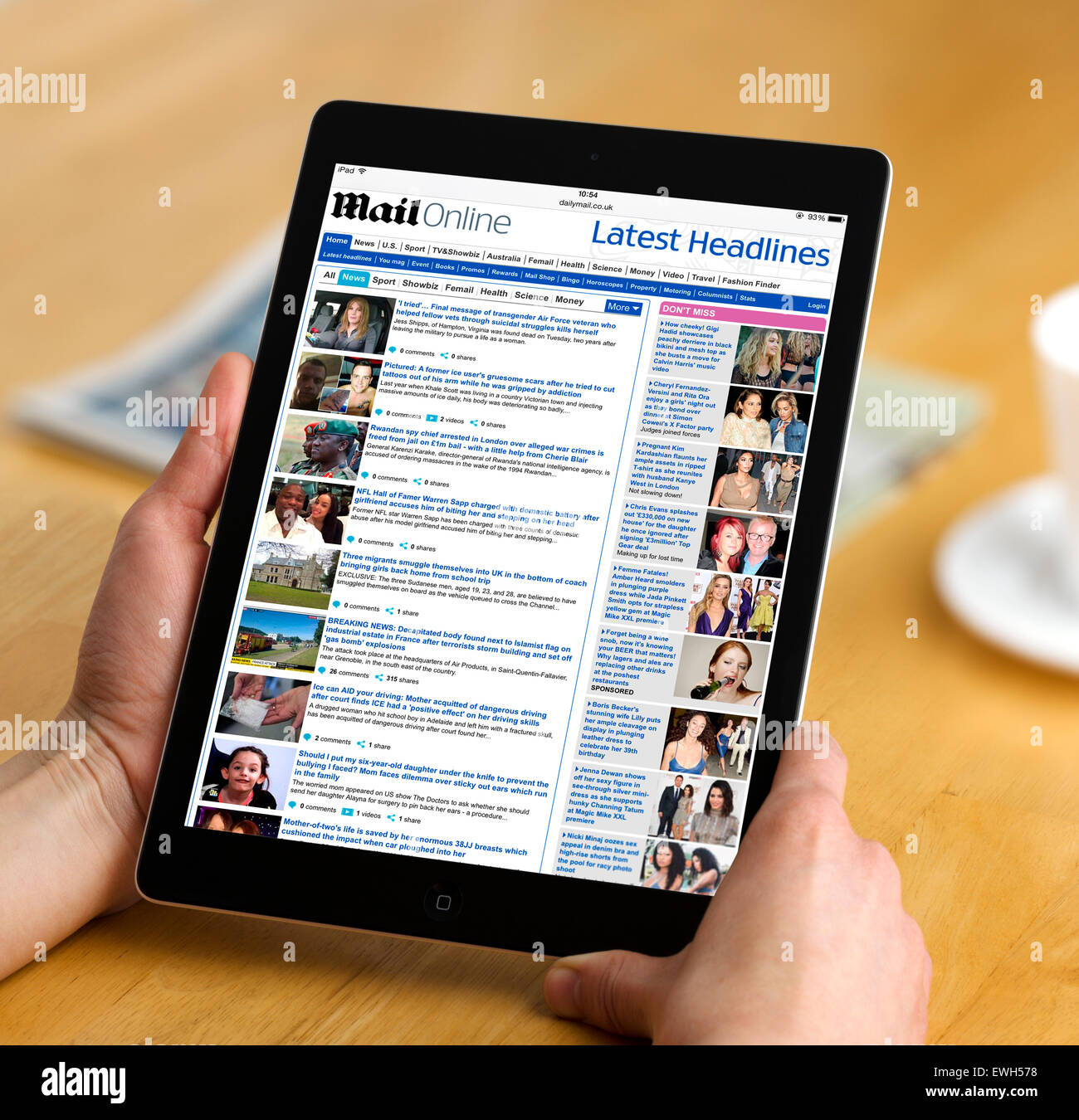 Reading the Mail Online, the internet edition of the Daily Mail newspaper, on an Apple iPad Air - Stock Image