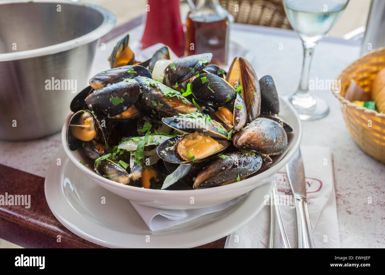 A bowl of delicious moules mariniere for lunch in a seafood restaurant in Brighton, East Sussex, UK - Stock Image