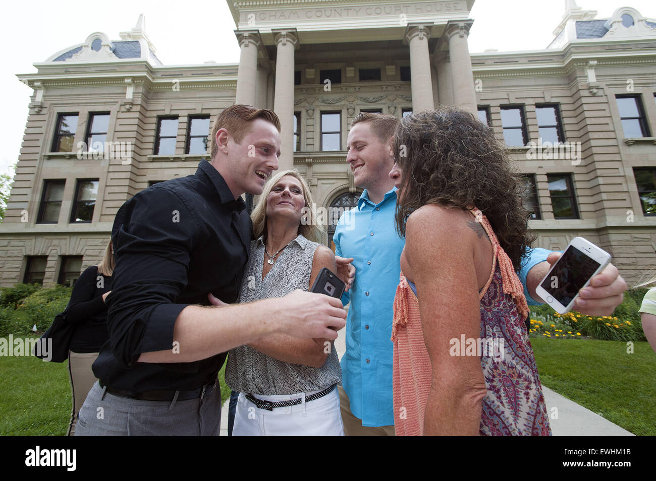 Mason, MI, USA. 26th June, 2015. Lee Chaney (middle) and Dawn Chapel celebrate with their sons, Josh Rudd, left, - Stock Image