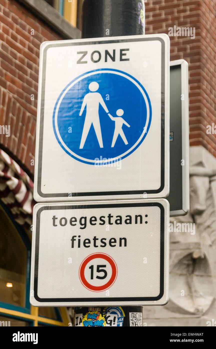 Sign advising drivers of a pedestrian precinct, maximum speed 15mph. - Stock Image