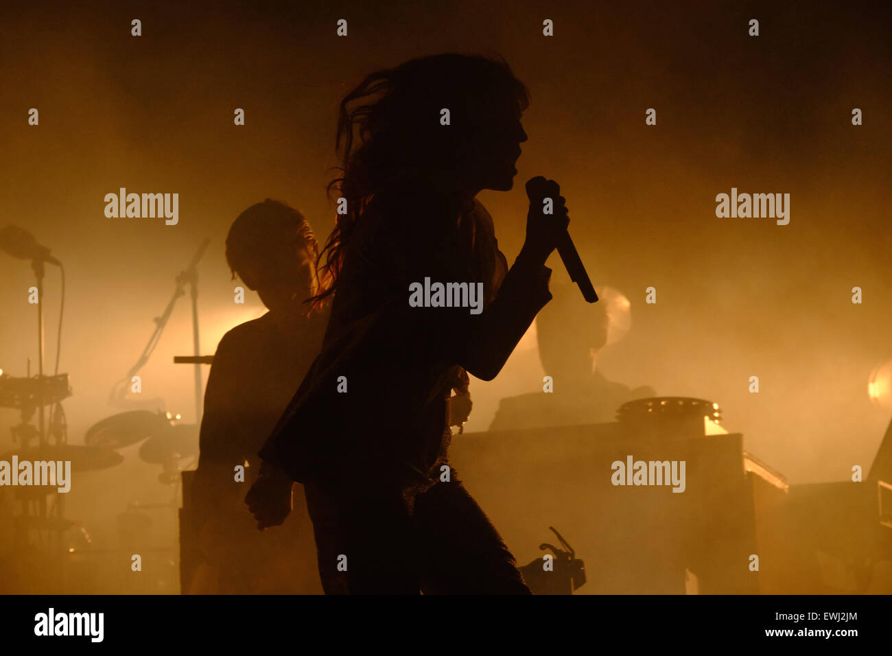 Glastonbury Festival, Somerset, UK. 26 June 2015. Florence Welch, of Florence and the Machine gets a rapturous  - Stock Image