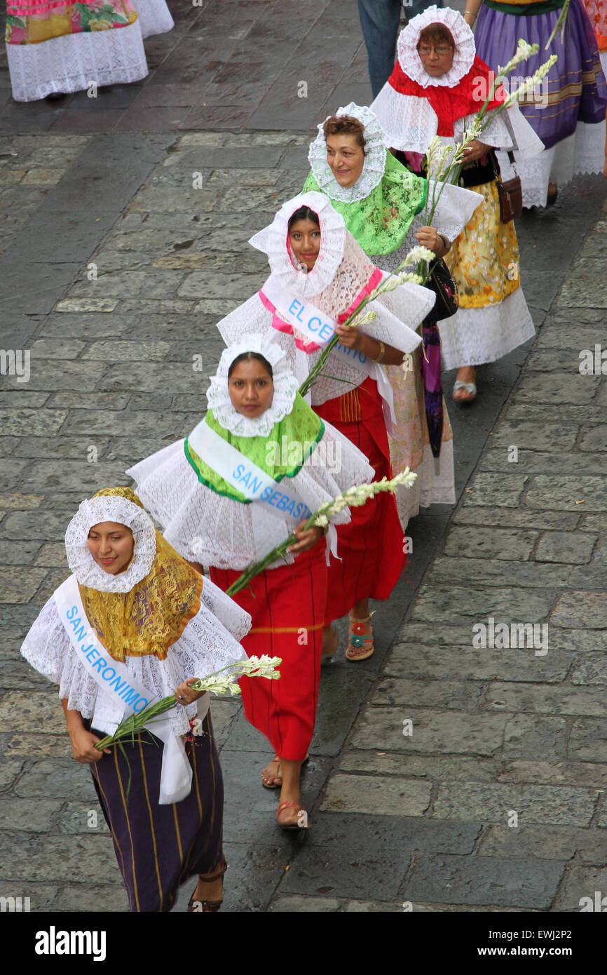 Mexican women in traditional costume holding flowers - Stock Image
