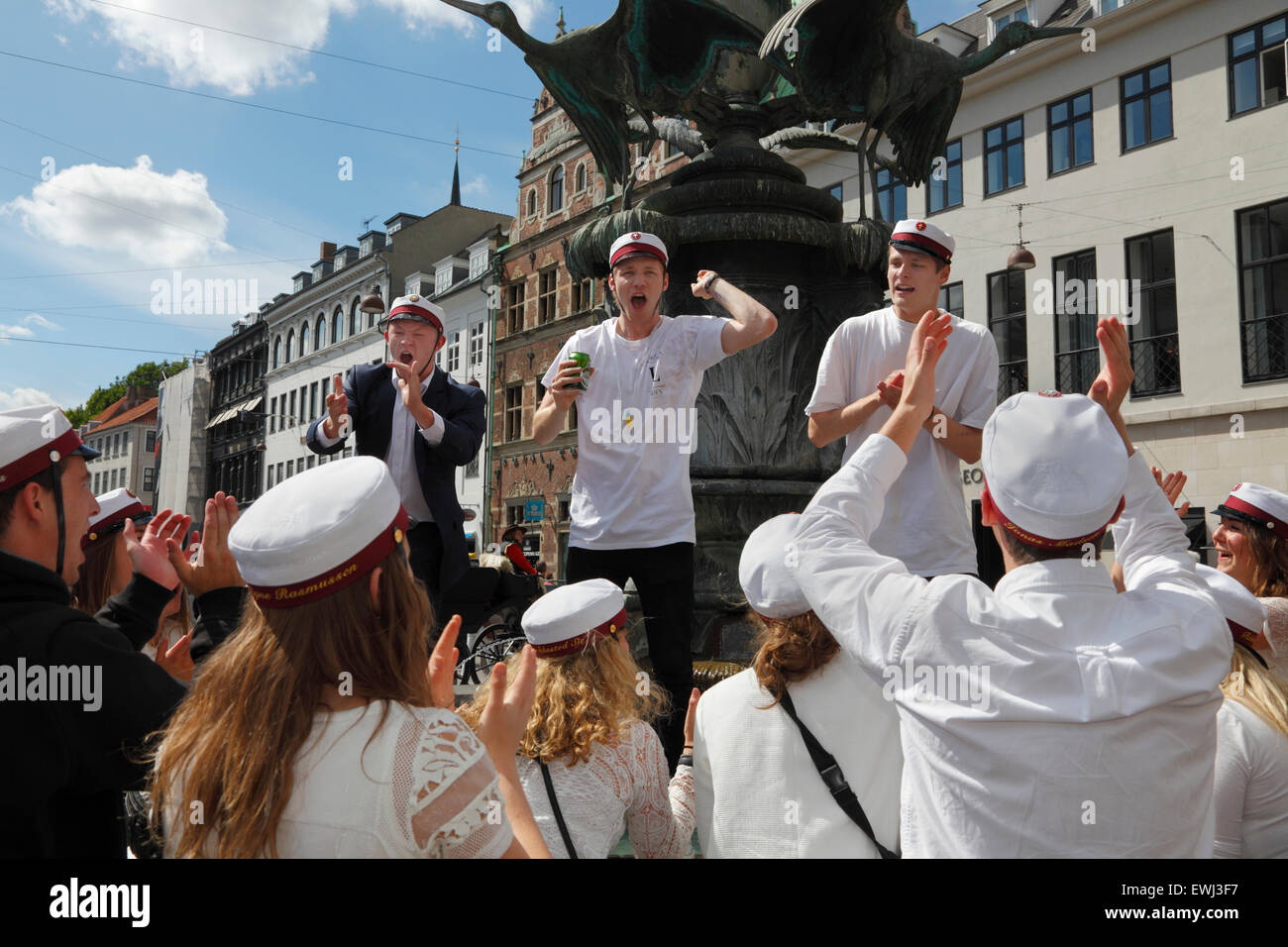 Copenhagen, Denmark. June 26, 2015. Danish students celebrate their high school graduation. A dance around and a - Stock Image