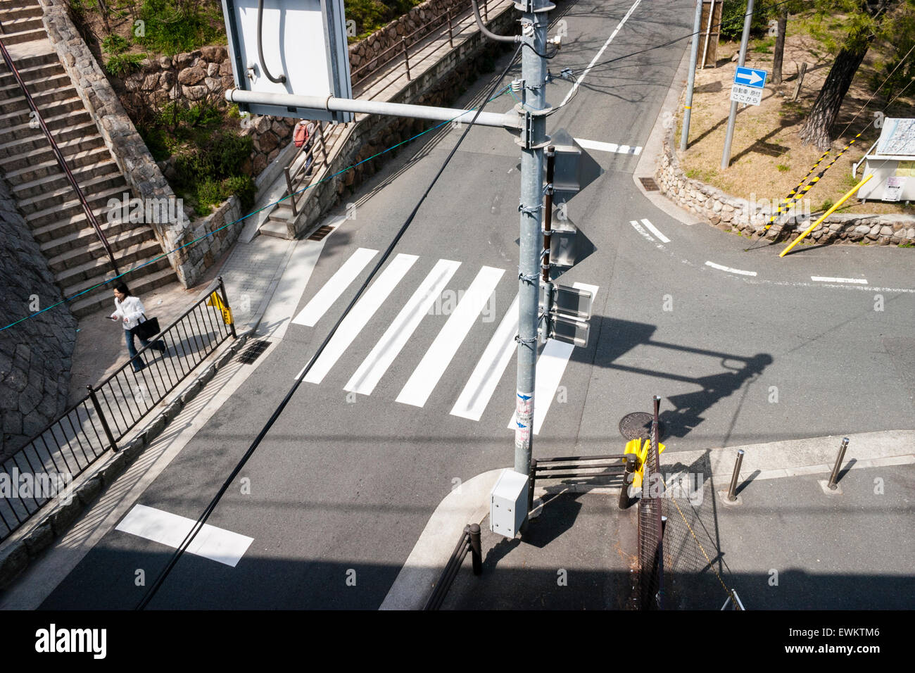Japan, Shukugawa. Absurd pedestrian crossing that starts from one side of road and ends in middle of oncoming road - Stock Image