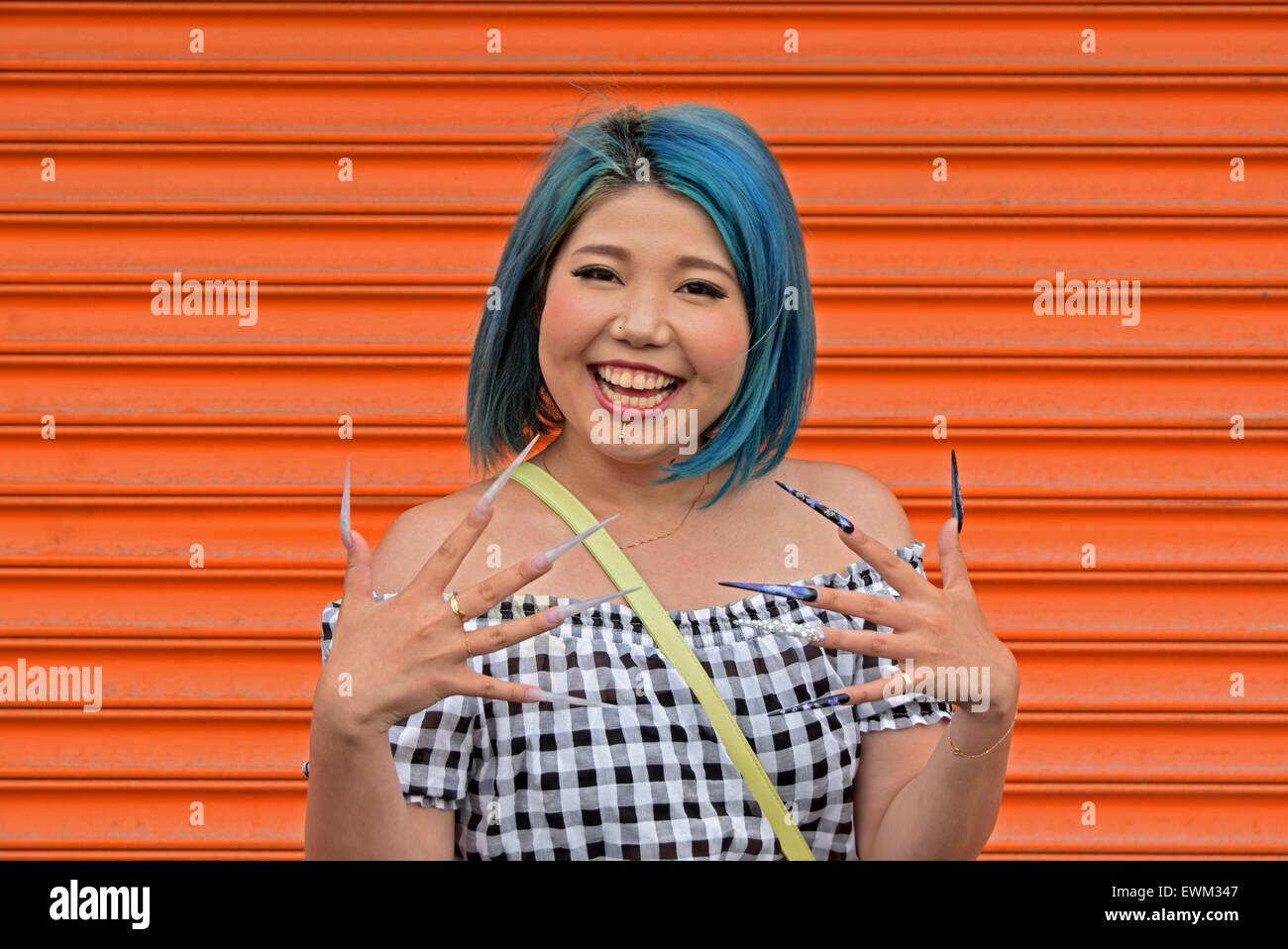 beautiful-mature-women-long-fingernails-cameltoe-on-japanese-girls