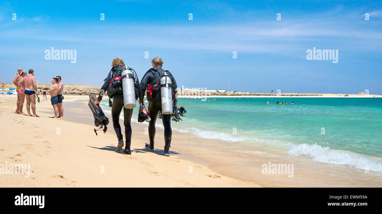 Divers after diving, Marsa Alam, Abu Dabbab Bay, Red Sea, Egypt - Stock Image