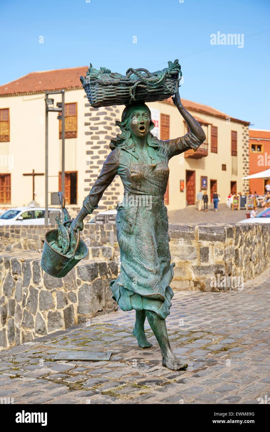 Fisher woman statue, Puerto de la Cruz, Tenerife, Canary Islands, Spain - Stock Image