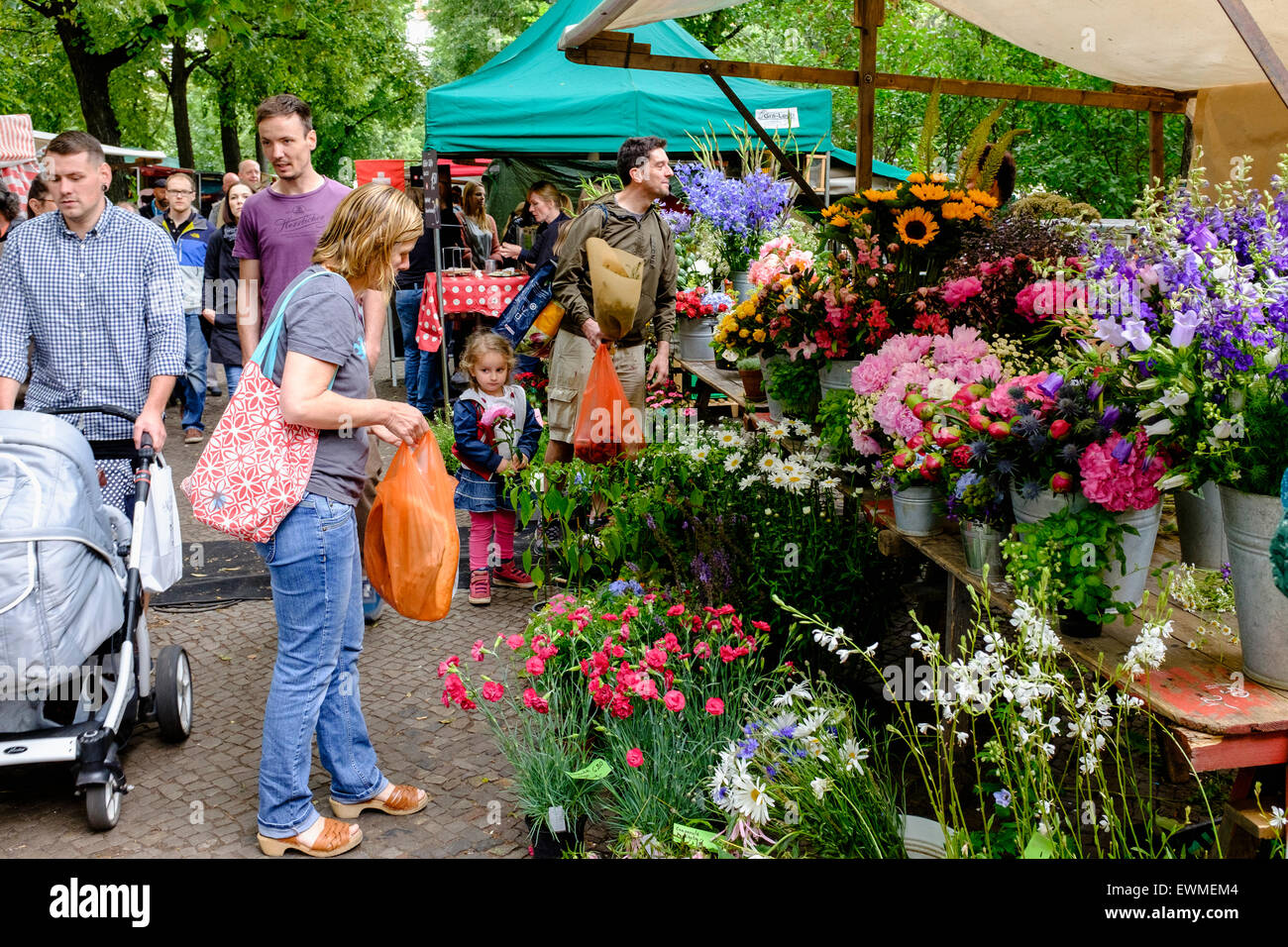 Flower stall at Boxhagener Platz Farmers' Market at  the weekend in Friedrichshain Berlin Germany - Stock Image