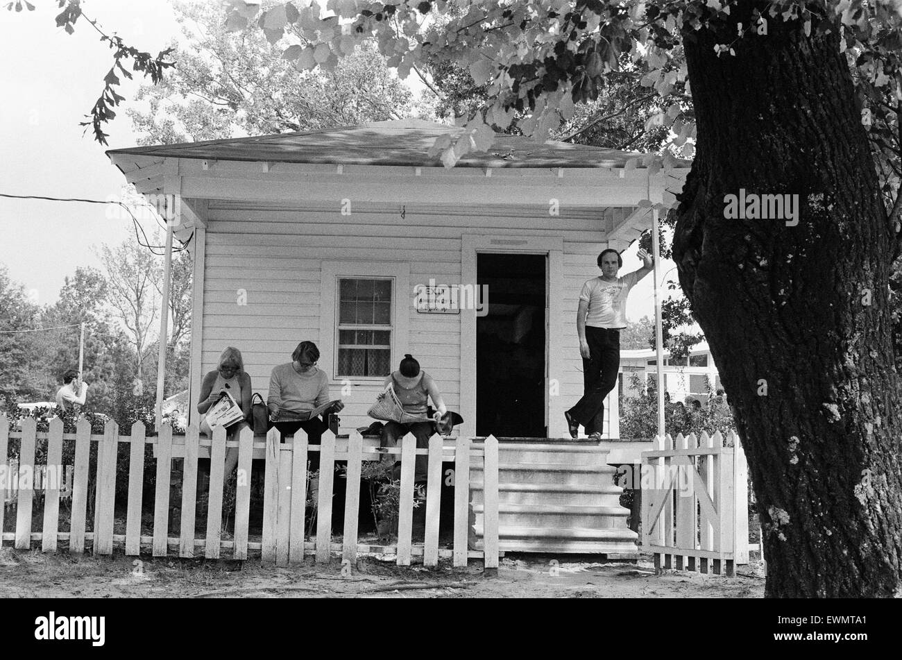 Elvis Presley Fans, visit the birthplace and home of their idol in Tupelo, Lee County, Mississippi, USA, 27th August - Stock Image