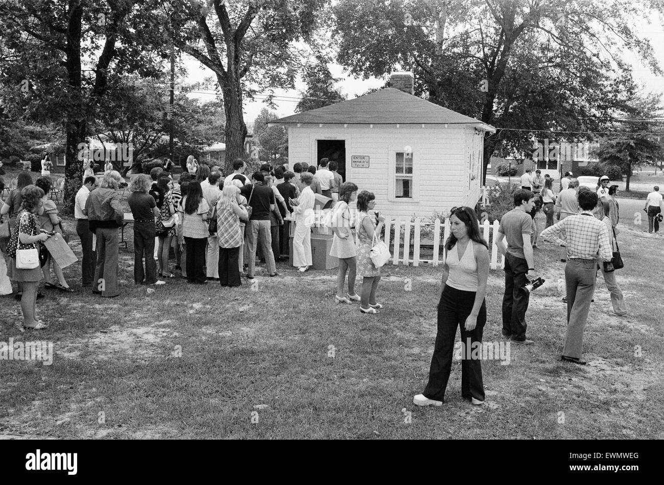Elvis Presley Fans, visit the birthplace of their idol in Tupelo, Lee County, Mississippi, USA, 27th August 1973. - Stock Image
