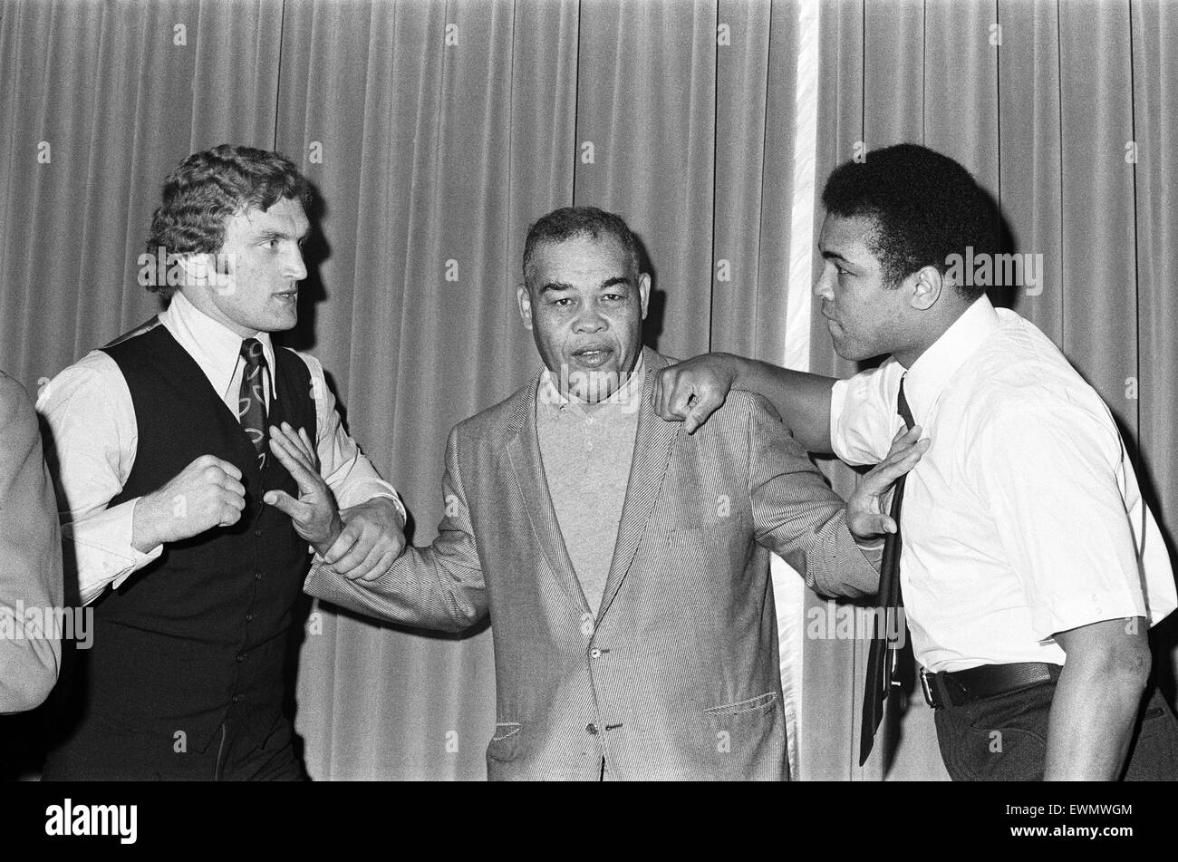 Muhammad Ali and Joe Bugner at a press conference for their upcoming fight. 11th December 1972 - Stock Image