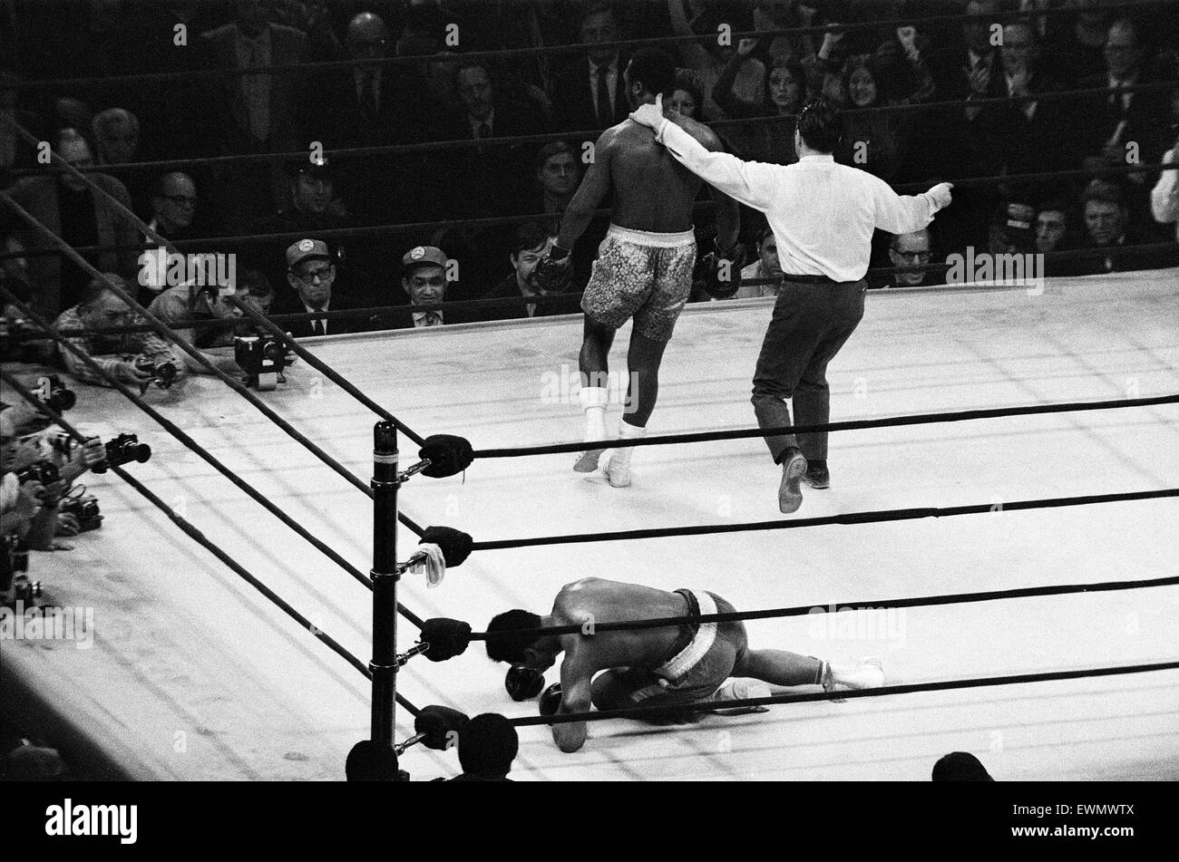 In 1971, both Ali and Frazier had legitimate claims to the title of World Heavyweight Champion. An undefeated Ali - Stock Image