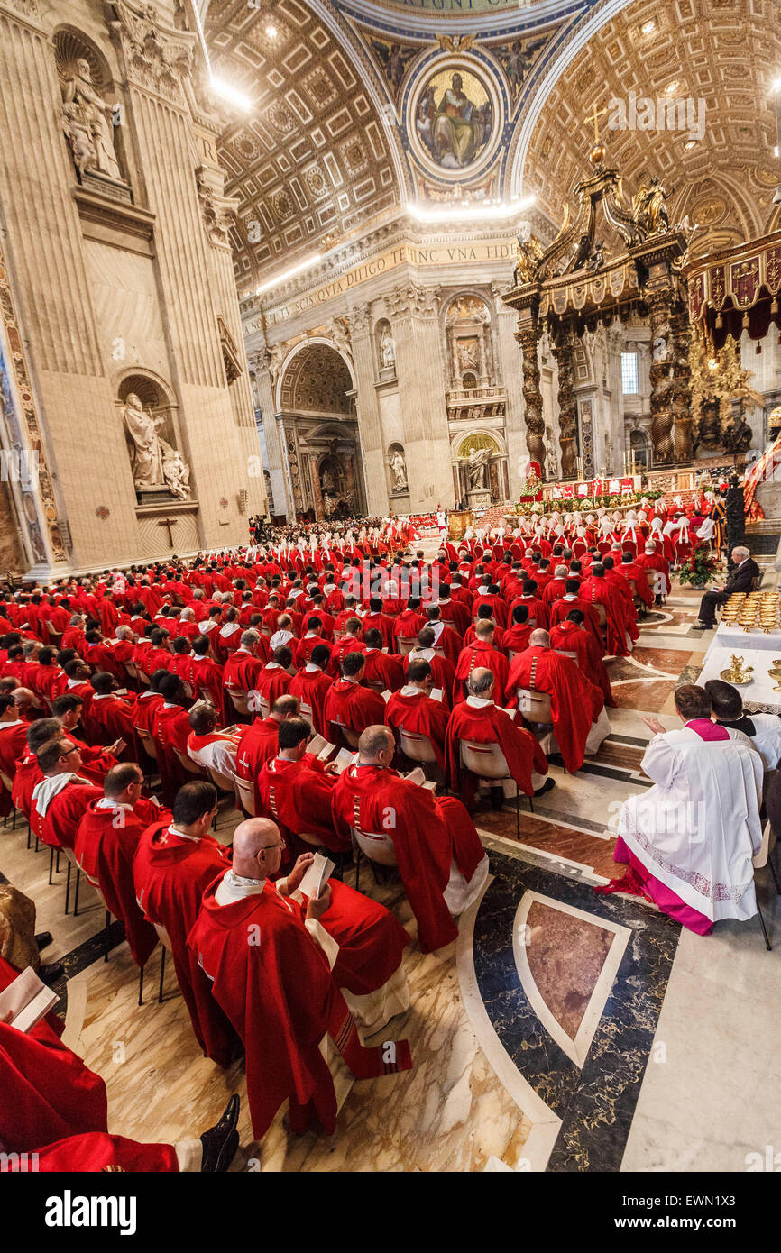 Vatican City. 29th June, 2015. Pope Francis celebrates the Holy Mass with the imposition of the Pallium, a woolen - Stock Image