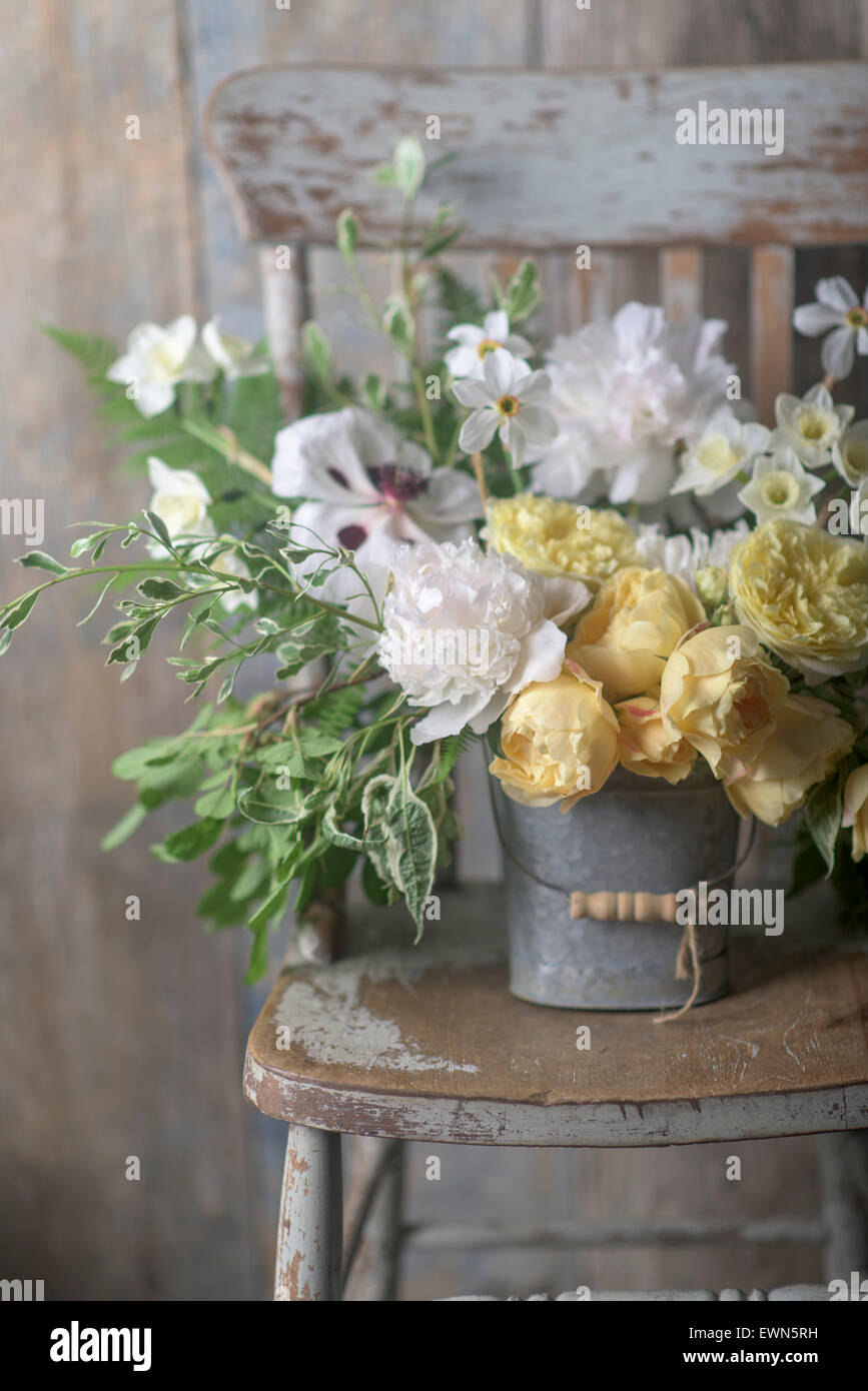 Bouquet with Rosa Graham Thomas and Rosa Port Sunlight, yellow David Austin roses, with Narcissus Poeticus var. - Stock Image