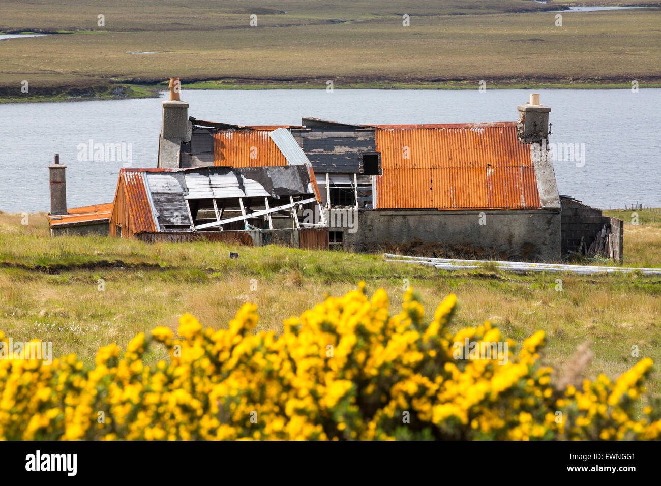 An old old abandoned croft house at Achmore on the Isle of Lewis, Outer Hebrides, Scotland, UK. - Stock Image