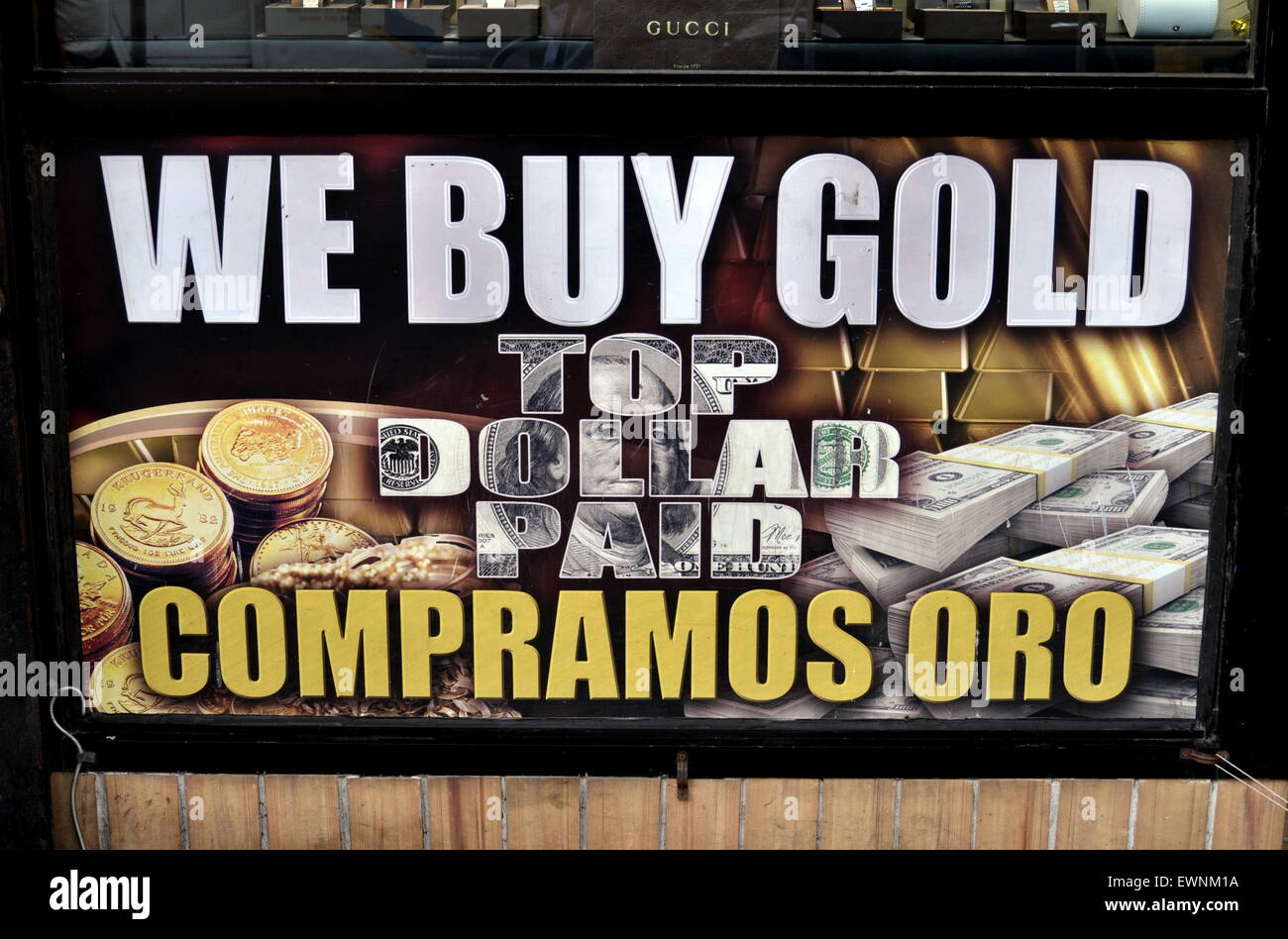 New York City:  We Buy Gold sign at a jewelry shop on Broadway in Hamilton Heights in English and Spanish - Stock Image