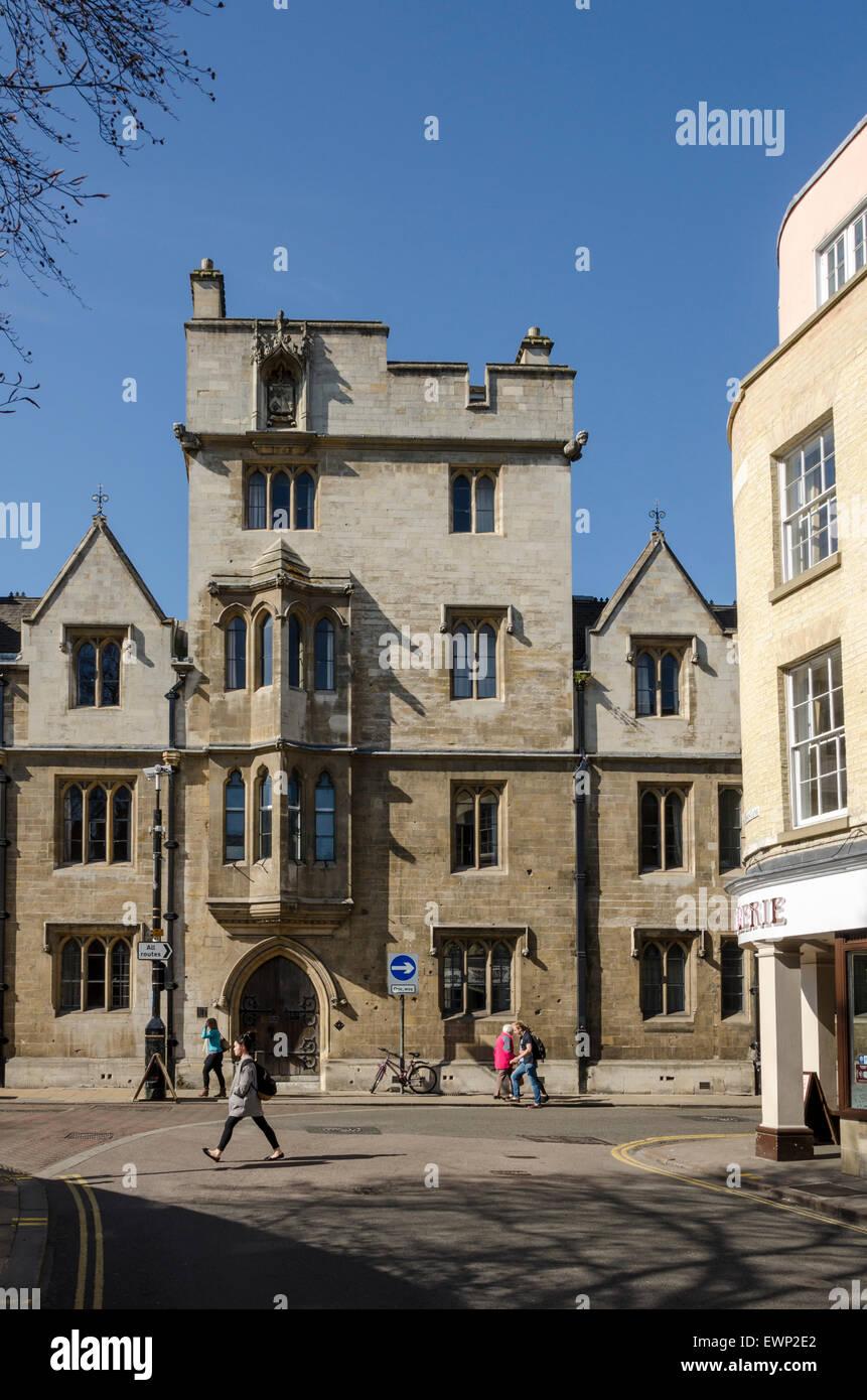 College buildings on Sidney Street viewed from Jesus Lane, Cambridge, UK - Stock Image