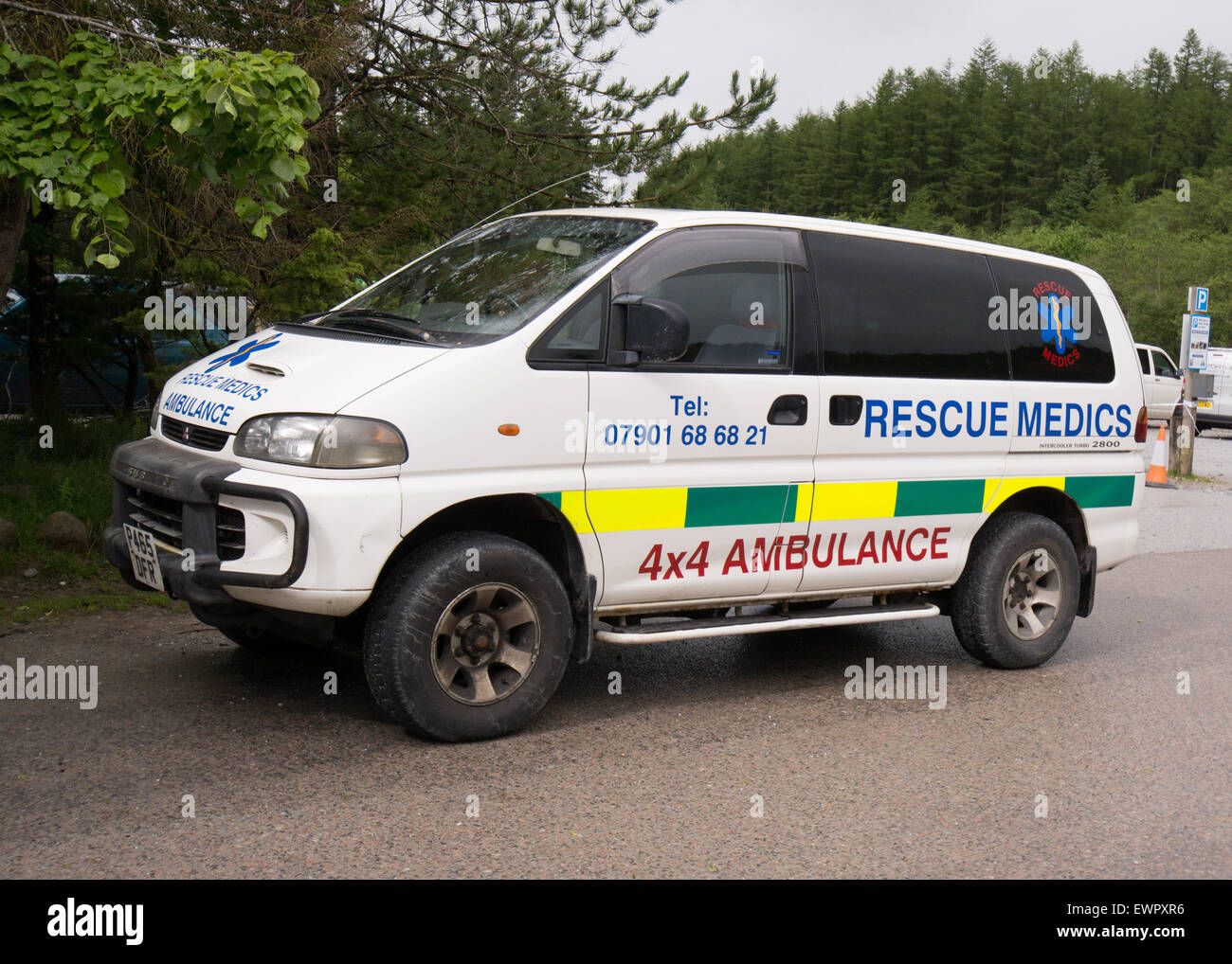 Rescue Medics 4x4 Ambulance and rescue medics at a downhill mountain bike race - Fort William, Scotland, UK - Stock Image