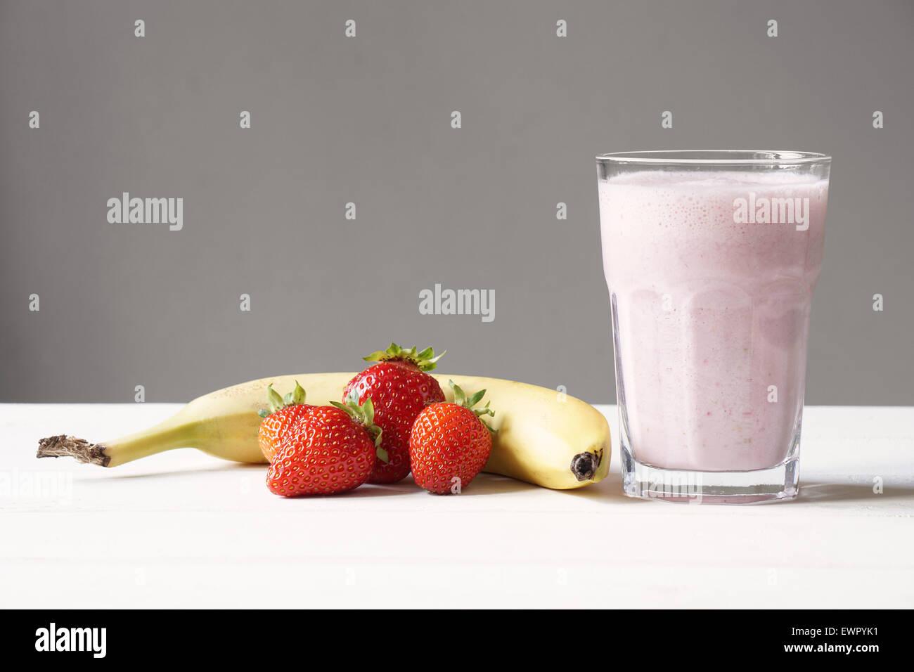 strawberry banana smoothie - Stock Image