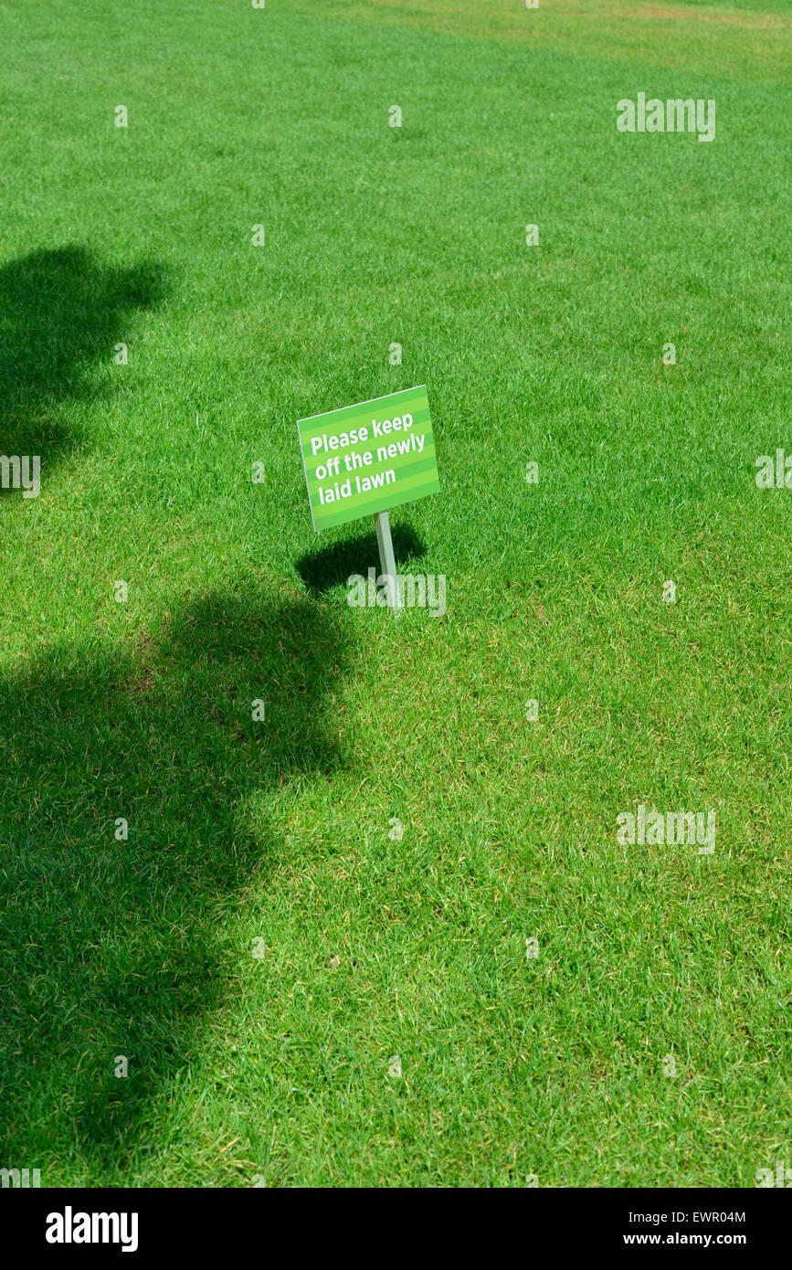 Keep off the grass sign, Canary Wharf Estate, Docklands, London E14, United Kingdom - Stock Image