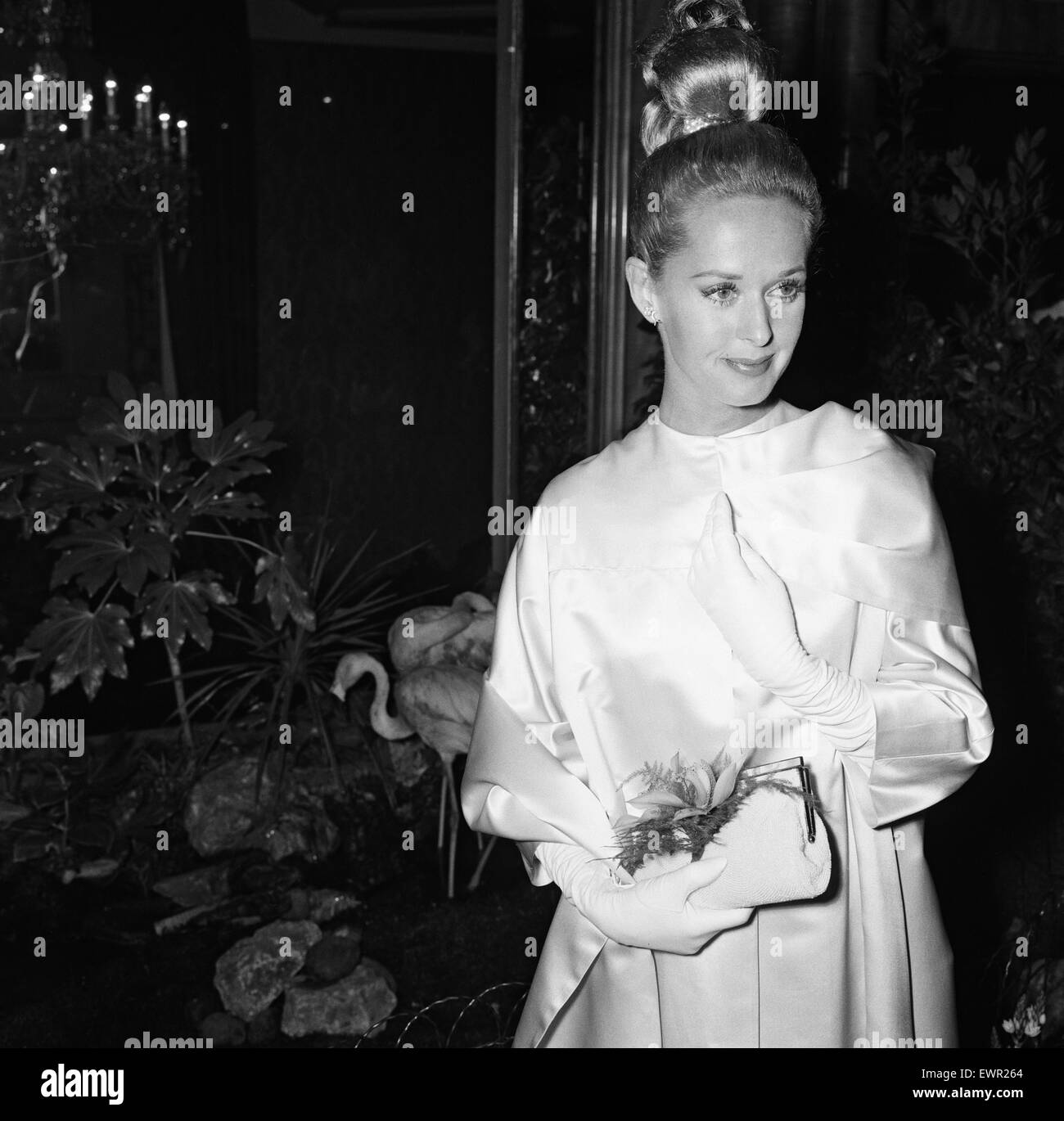 Tippi Hedren attends the premiere of 'The Birds' at the Odeon Leicester Square. 29th August 1963. - Stock Image