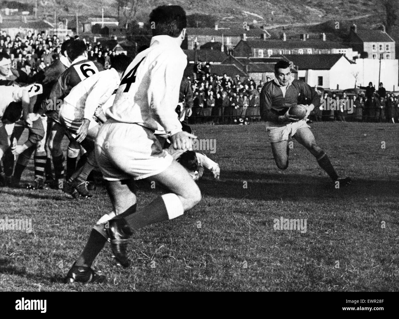 Welsh rugby at Treorchy, Reds forward Haydn Morgan  makes a break with the ball. 6th November 1965. - Stock Image