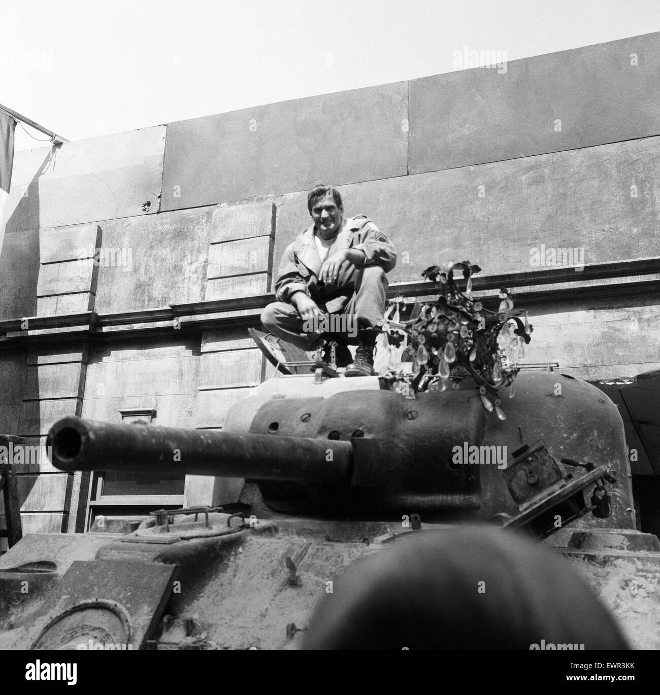 Rod Taylor, on a Sherman tank, on the set of MGM's new film 'The Liquidator'. The film is based in a - Stock Image