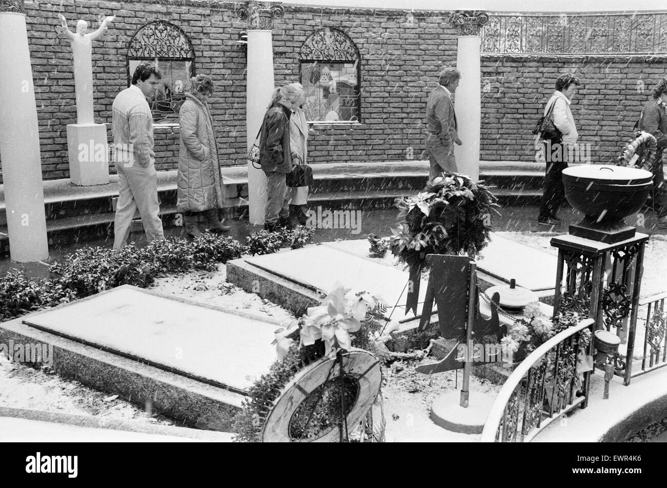 Elvis Presley Grave, Graceland Mansion, Memphis, Tennessee, USA, 4th January 1985. - Stock Image