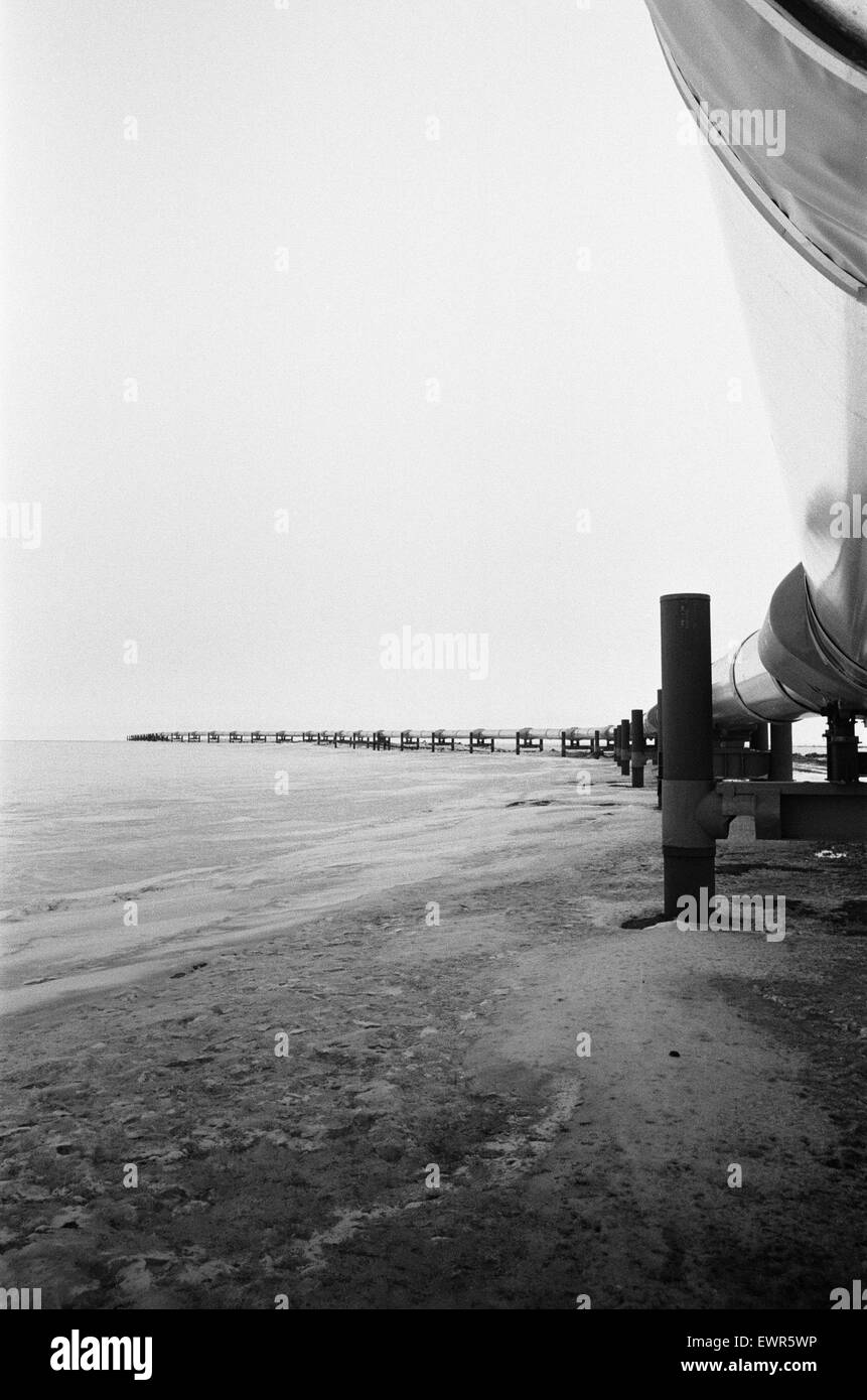 The Trans Alaska pipeline at pumping station one, Prudhoe Bay December 1977. The pipeline is 800 miles long stretching Stock Photo