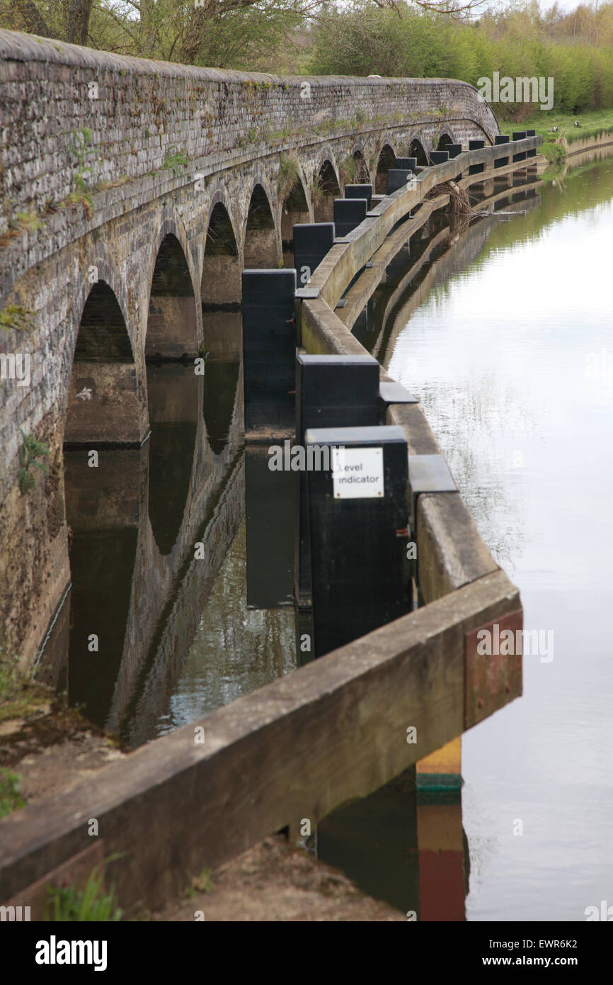 Aynho weir where the River Cherwell comes in from the left, crosses the Oxford Canal and goes over the weir - Stock Image