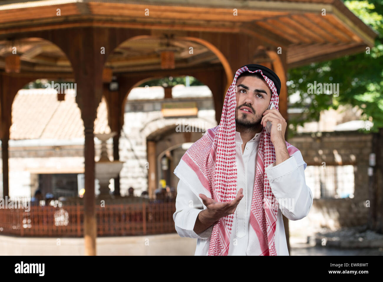 Young Businessman Wearing A Traditional Cap Dishdasha - Stock Image