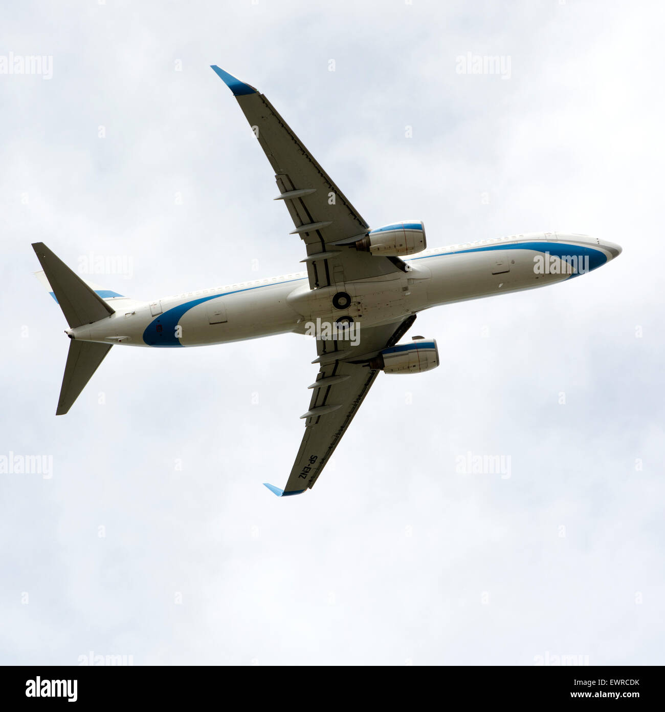 Enter Air Boeing 737 aircraft overhead - Stock Image
