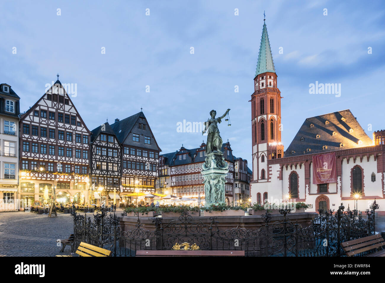 Justitia, Fountain of Justice, Restaurants, Cafes,  Roemerberg Frankfurt Germany - Stock Image