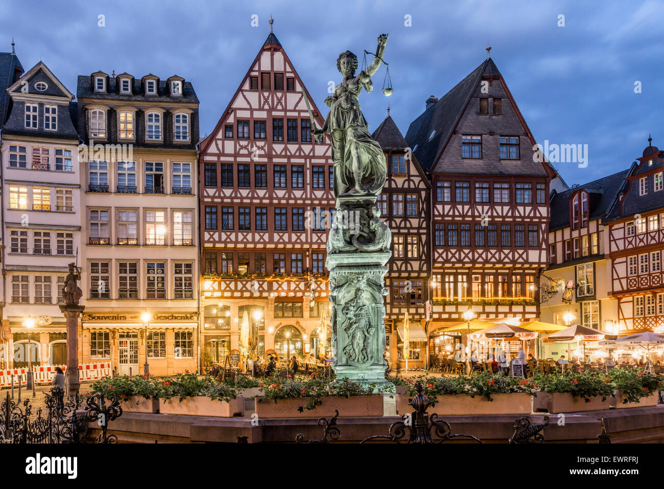 Justitia, Fountain of Justice, Restaurants, Cafes,  Roemerberg Frankfurt Germany - Stock Image