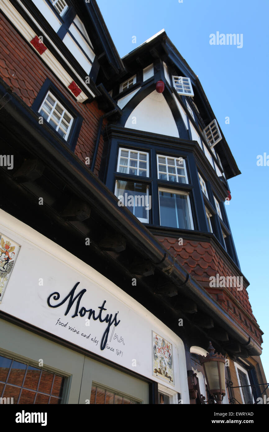 The Montagu Arms Hotel and Restaurant in Beaulieu - Stock Image