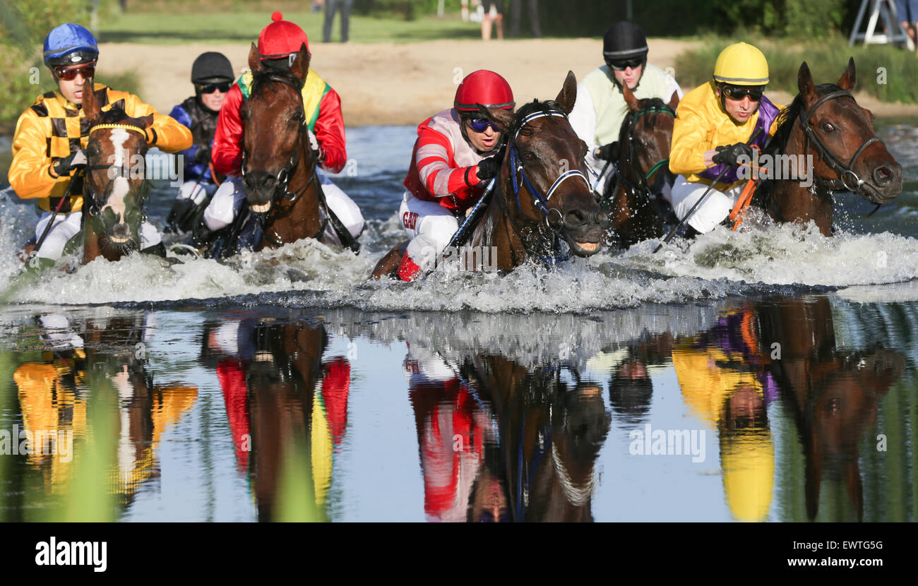 Hamburg, Germany. 30th June, 2015. equestrian Cevin Chan on Kazzio (L)and a field of jockeys chase their horses - Stock Image