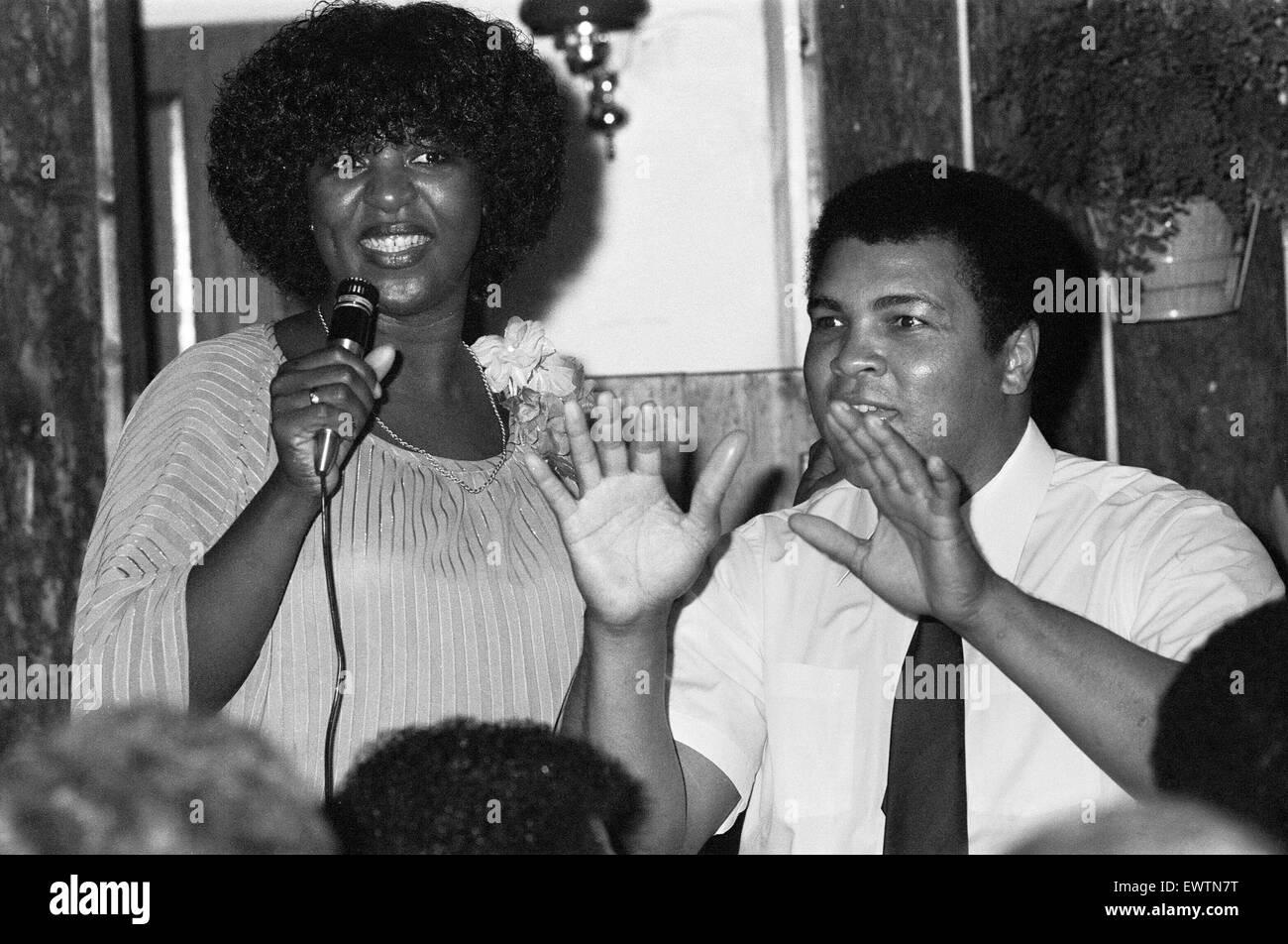 Muhammad Ali with celebrity tv chef Rustie Lee in Handsworth Birmingham. 7h August 1983 - Stock Image