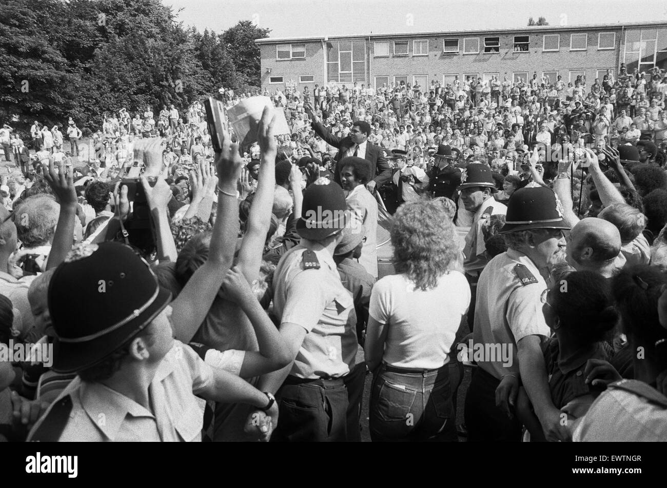 Muhammad Ali mobbed by fans in Dudley, Birmingham. 11th August 1983 - Stock Image