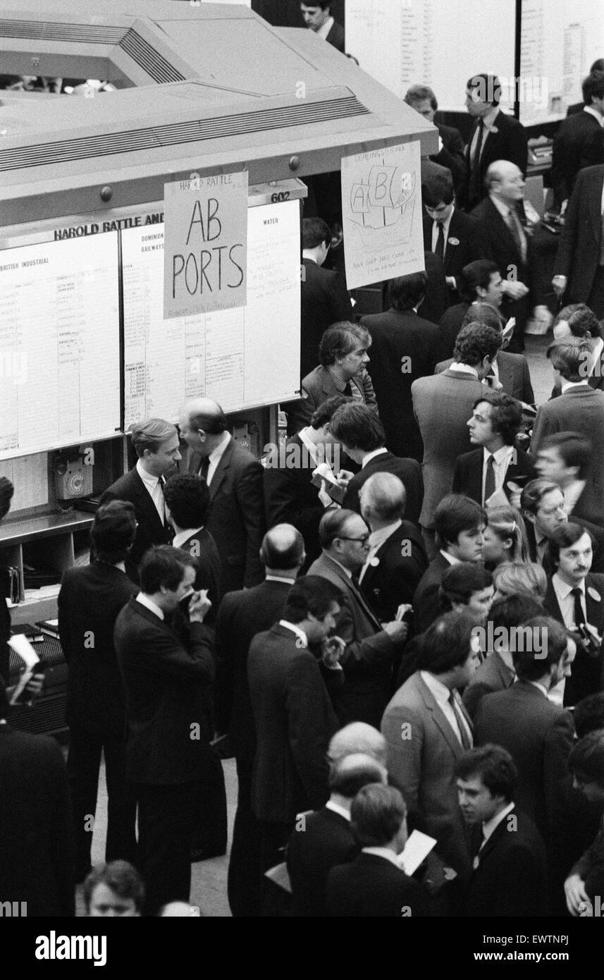 The Stock Exchange opened early today to enable stockbrokers to buy and sell the latest privatised shares - in Associated - Stock Image