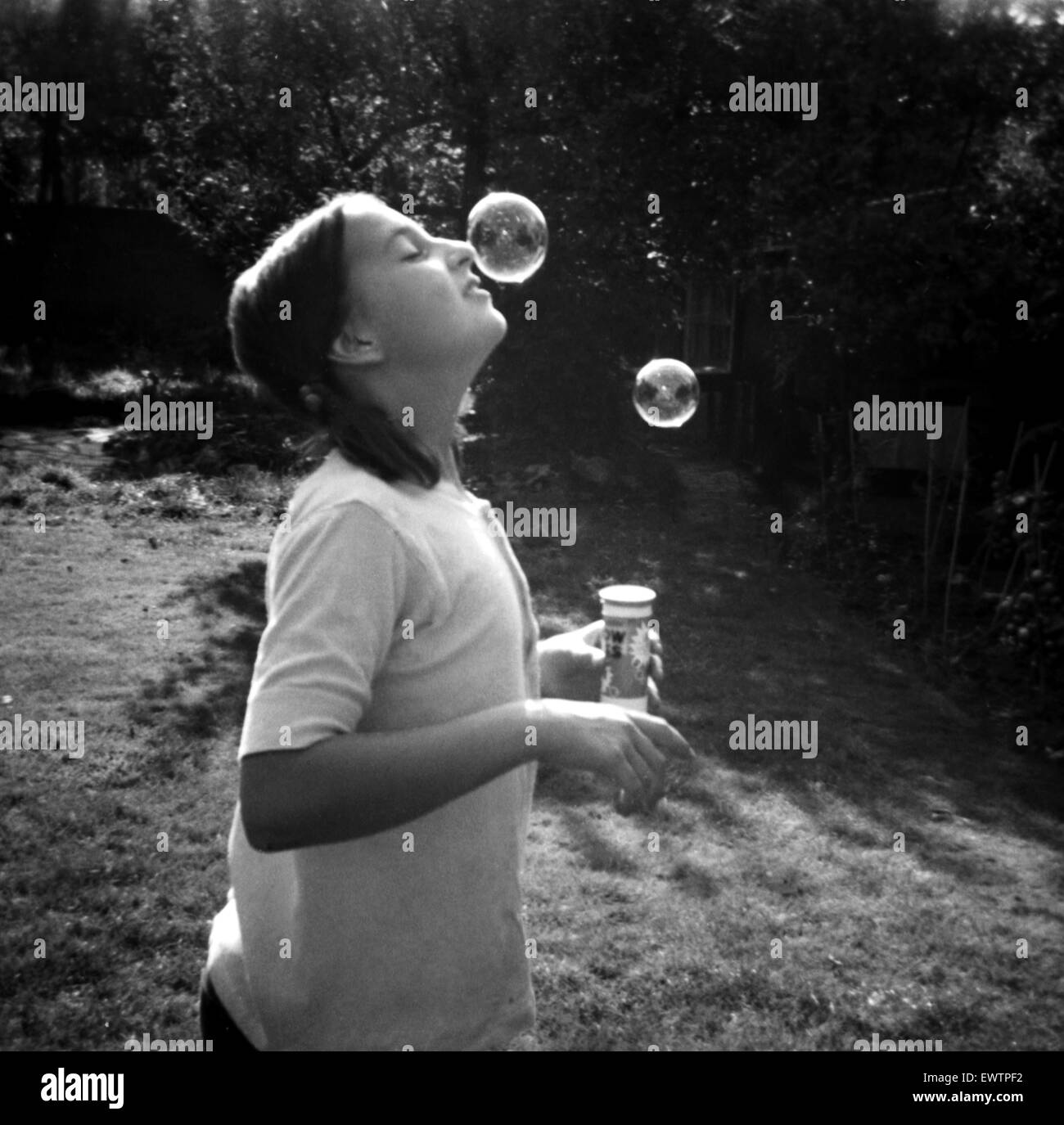 Catherine Spooner, eleven year daughter of Daily Mirror staff photographer Doreen Spooner, blowing bubbles.  21st - Stock Image