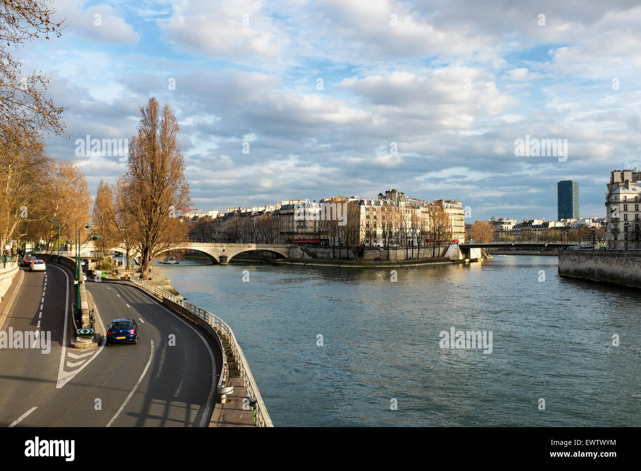Paris ile Saint-Louis island, River Seine and pont Louis Philippe and riverside road - Stock Image