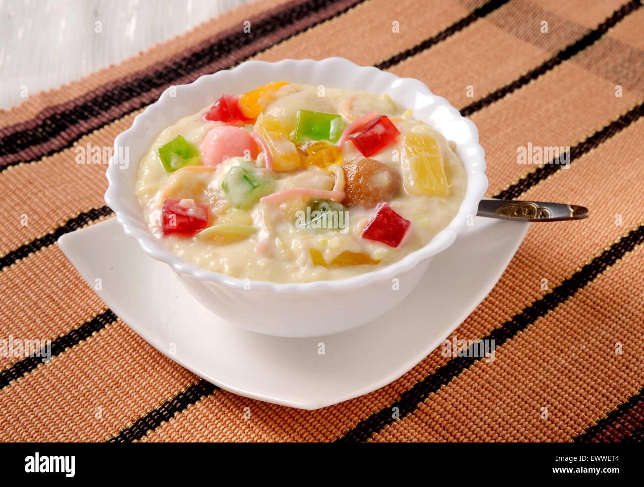 Dood Dulari (A unique milk pudding) - Stock Image